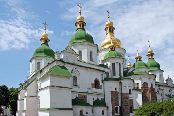 Киев. Движение автомобилей  возле Софиевского собора  хотят ограничить