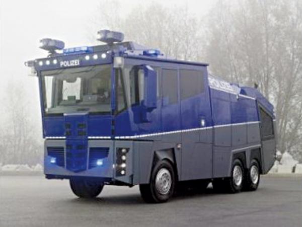 """Mercedes – водометный """"танк"""""""