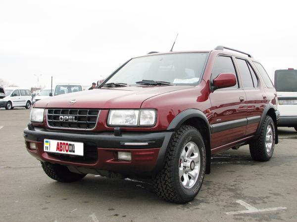 Opel Frontera имеет рамную конструкцию кузова