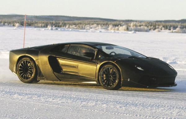 Наследник Lamborghini Murcielago проходит испытания в Заполярье