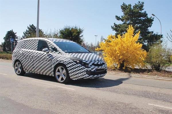 Opel Zafira третьего поколения