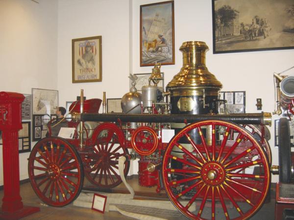 Пожарные автомобили:  цвета пламени