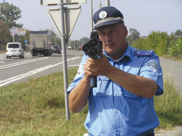 """Лазерный измеритель скорости """"TruCAM"""" производства США уже используют инспекторы ГАИ Киевской области"""