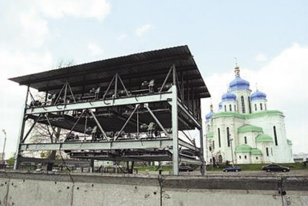В Киеве появятся лифтовые парковки