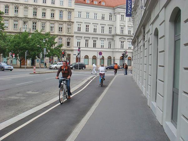 Киевские велосипедисты просят оборудовать велодорожки