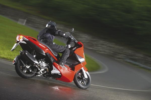 Эксплуатация скутера без прав может обойтись от 400 грн