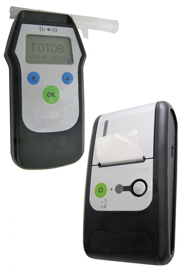 Алкотестер состоит из двух приборов: одним измеряются показания алкоголя в выдохе водителя, а вторым распечатываются результаты проверки