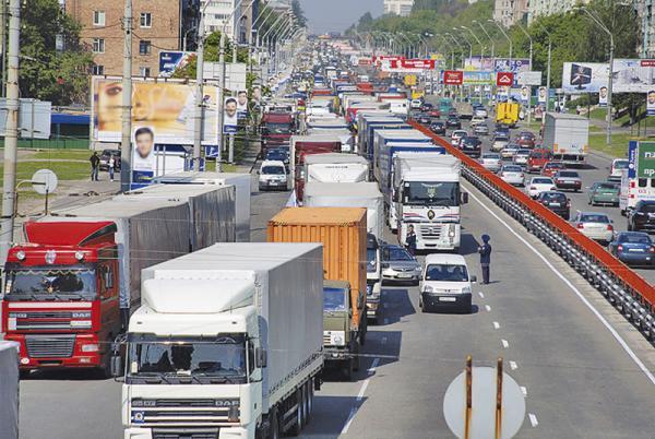 Киев закрыли для грузового транспорта