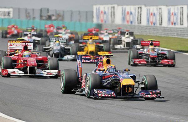 F1: Марк Уэббер уходит на каникулы лидером