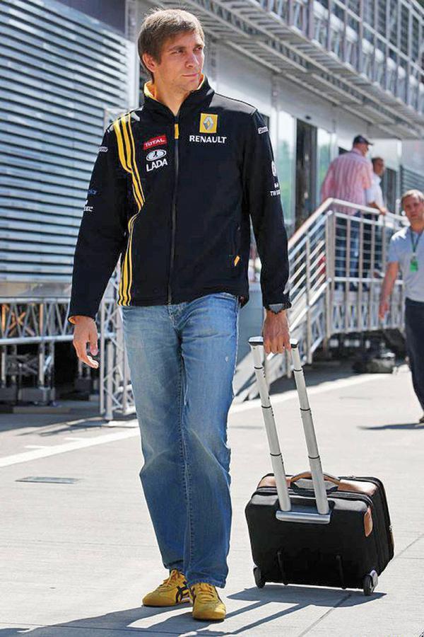 """F1: """"Формула-1"""" готовится к сезону-2011"""