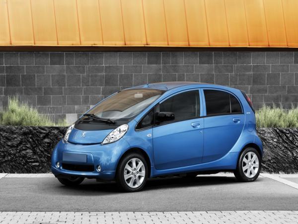 Peugeot iOn:  компактный электромобиль