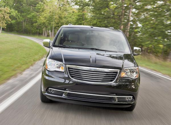 Chrysler Town & Country: освежение мини-вэна