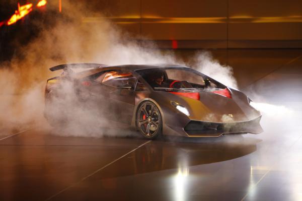 Парижский автосалон: Lamborghini Sesso Elemento
