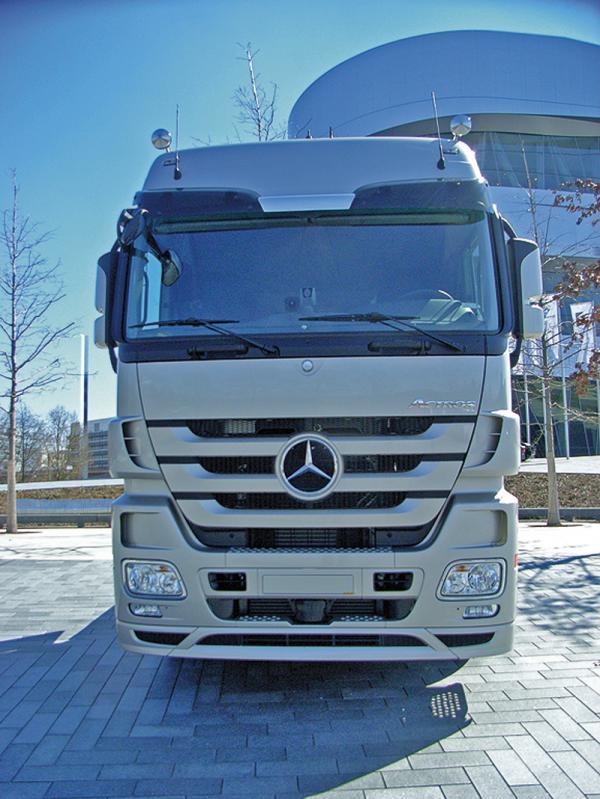 В Украине презентовали новое поколение тягача Mercedes-Benz Actros