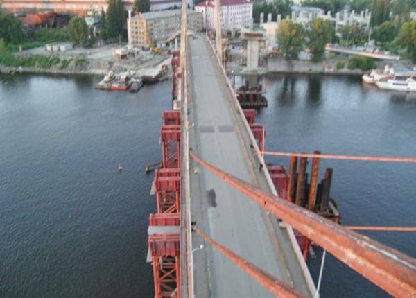 Киев. Движение по Гаванскому мосту открыли в сторону Оболони