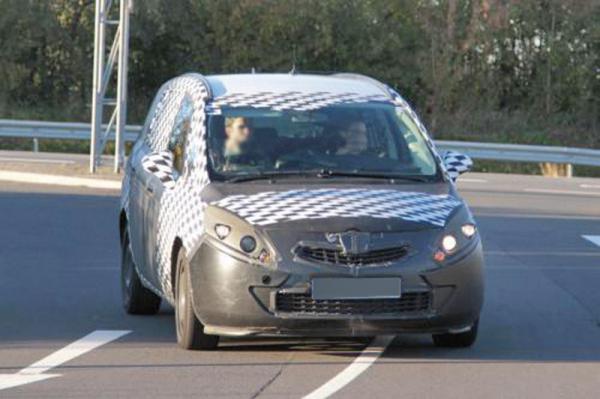 Opel Zafira первые фото обновленного мини-вэна