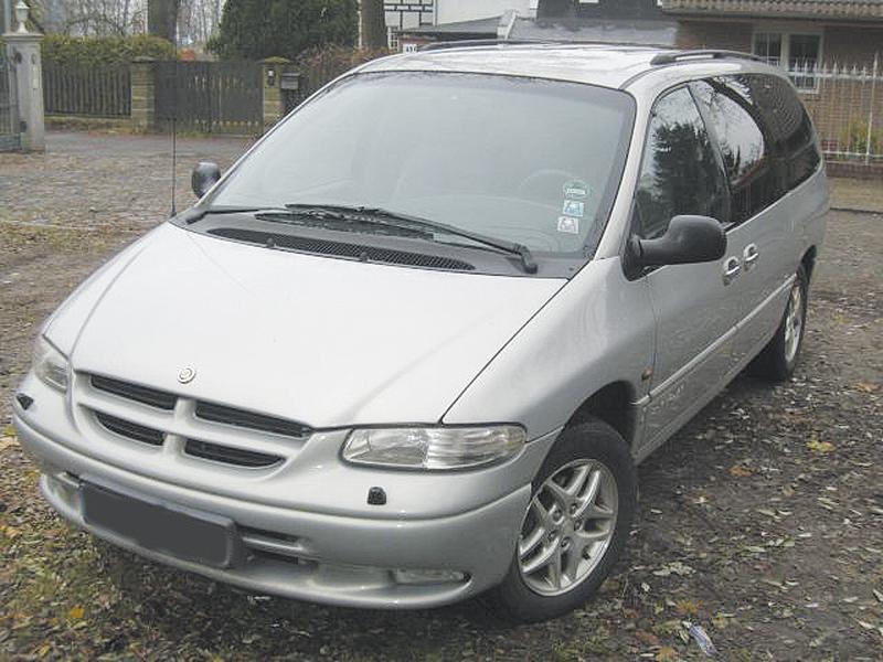 Chrysler и Plymouth Voyager–Dodge Caravan: три кита американской универсальности…