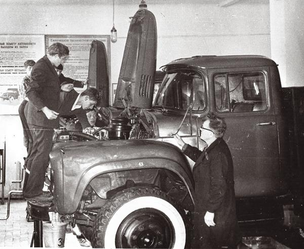Черниговской автошколе  50 лет